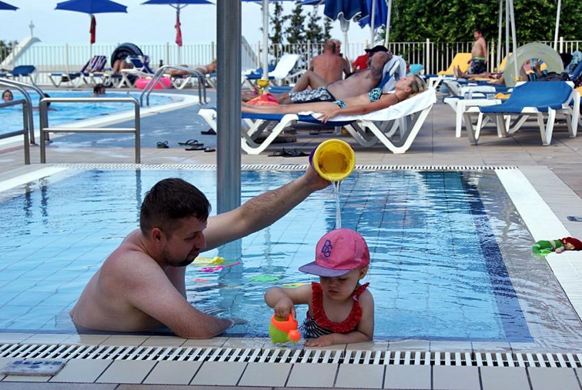 Niekończące się zabawy w basenie